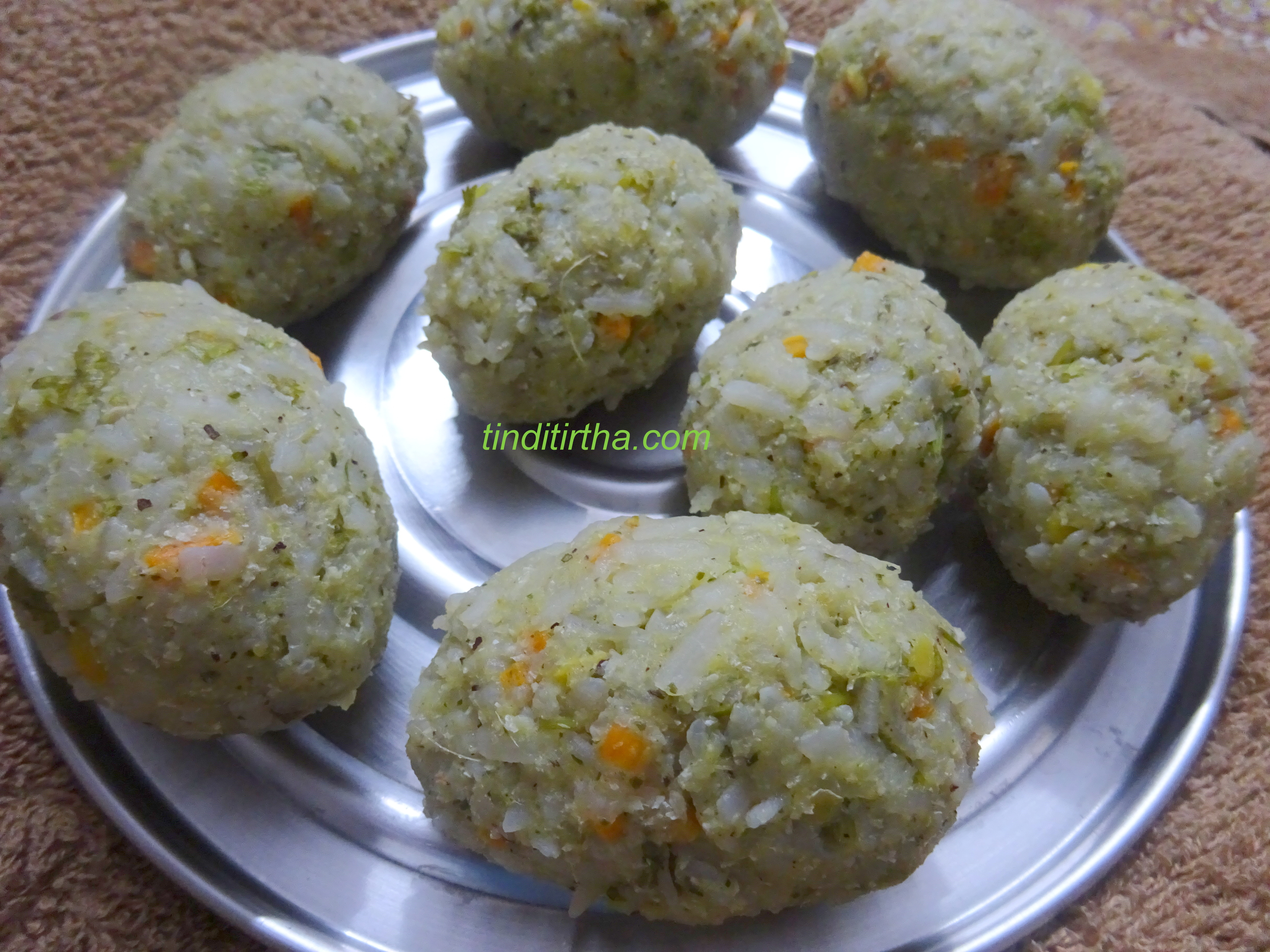 BEATEN RICE / POHA STEAMED DUMPLINGS / AVALAKKI NUCHHINUNDE