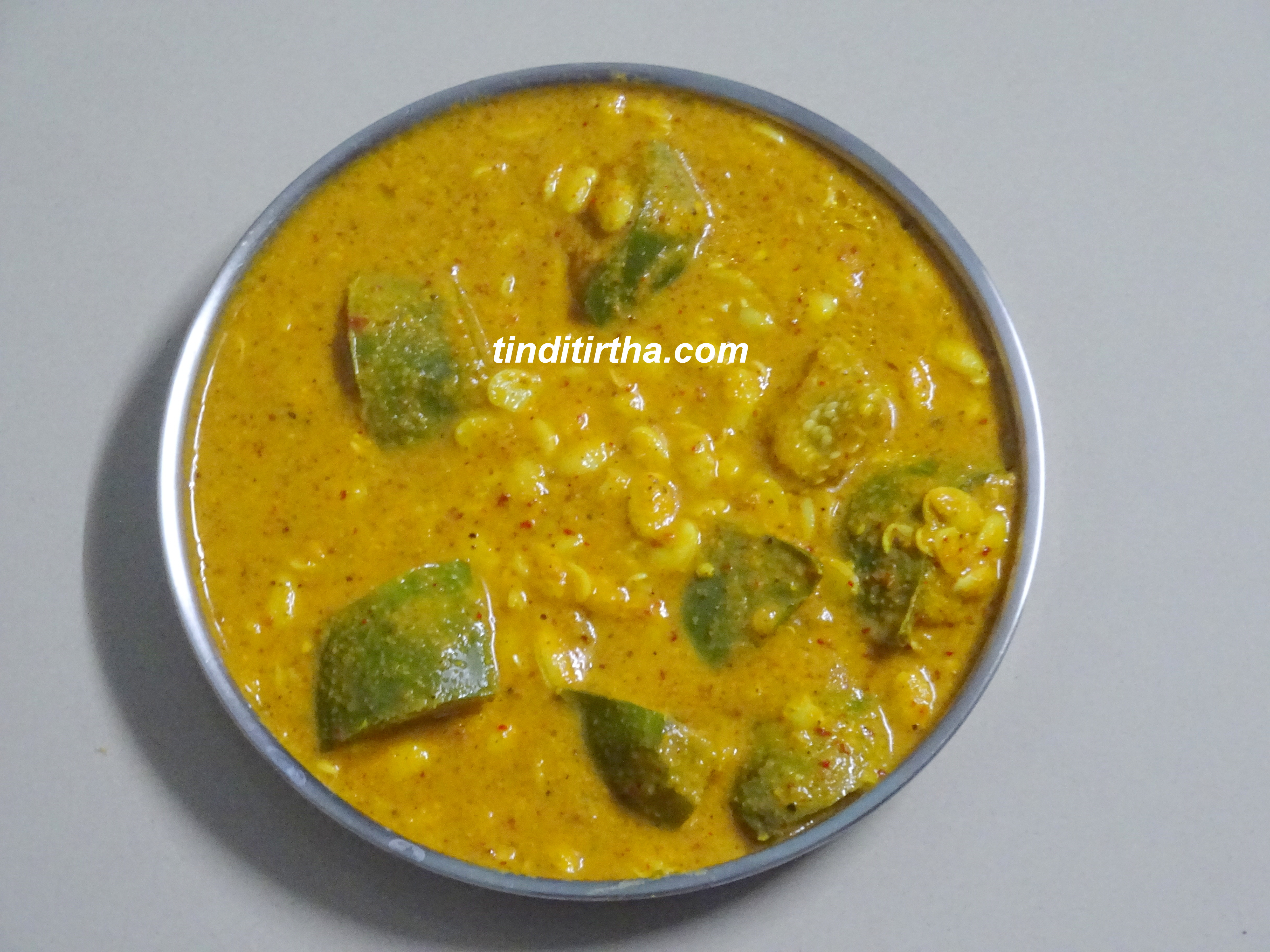 PRESSED FIELD BEANS/HYACINTH BEANS CURRY / HITAKAVARE BELE + BRINJAL HULI